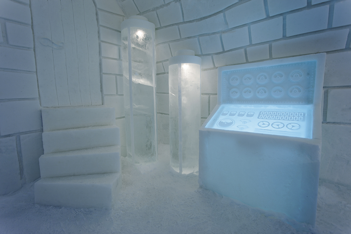 100714_Frankenstein_uite2_at_Icehotel_Sweden