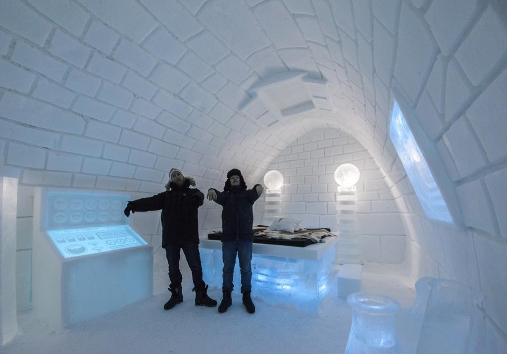 100714_Frankenstein_visits_Icehotel_in_Sweden