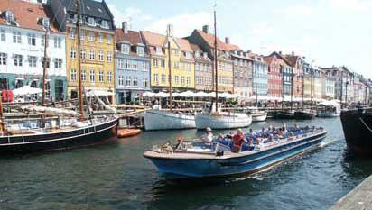 200814_Canal-Boat_Copenhagen_at_Nyhavn