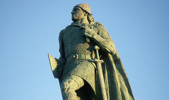 110814_leifur-eriksson_Statue_Daily_Scandinavian