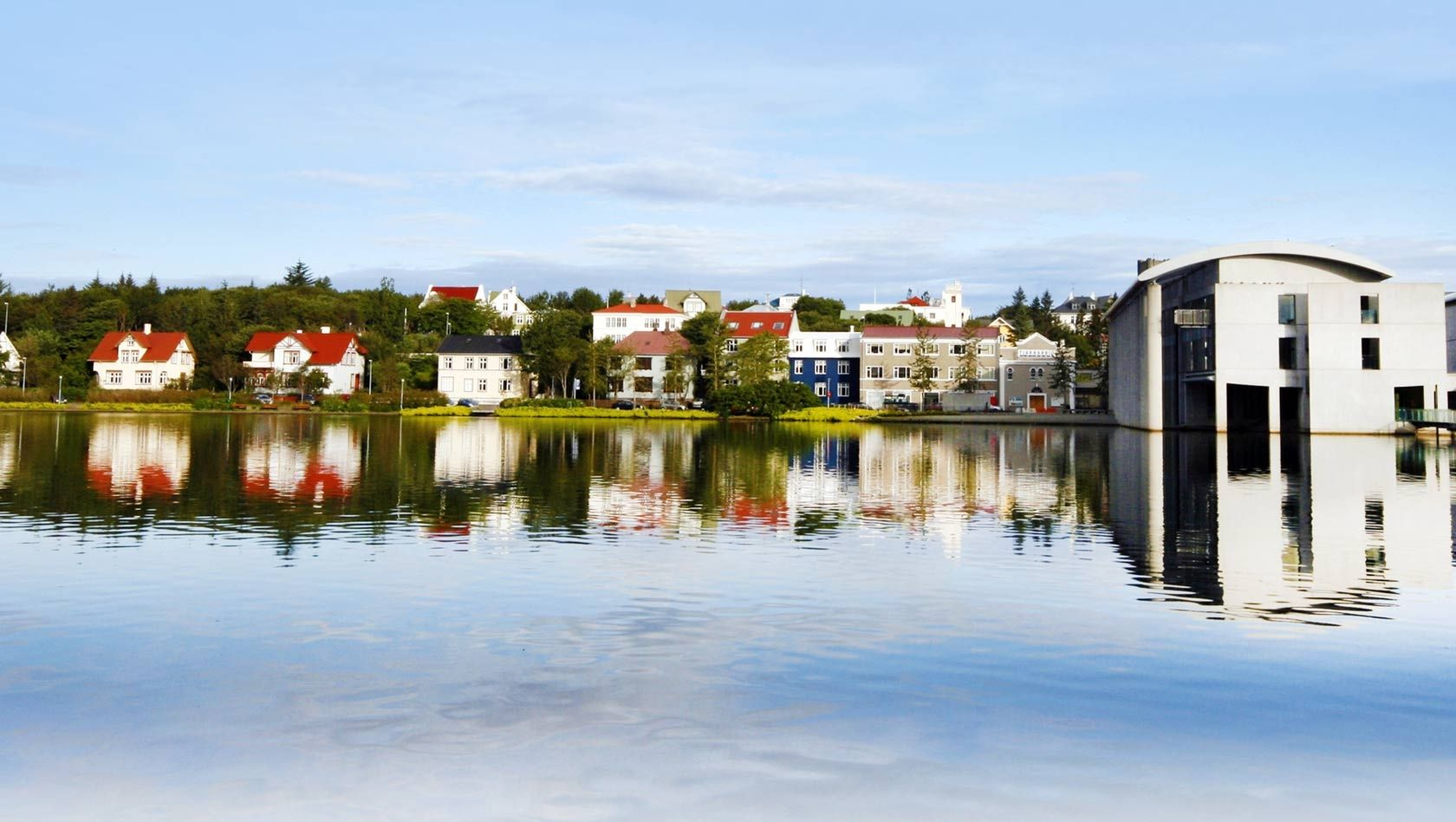 220914_Reykjavik_Pind_with_City_Hall