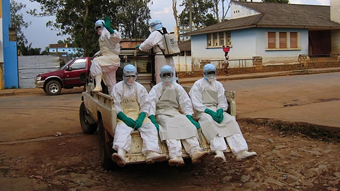 031014_Ebola-workers