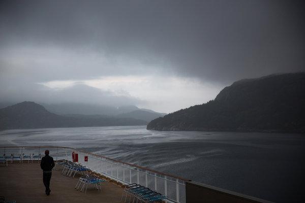 091014-Walk-on-Trollfjord
