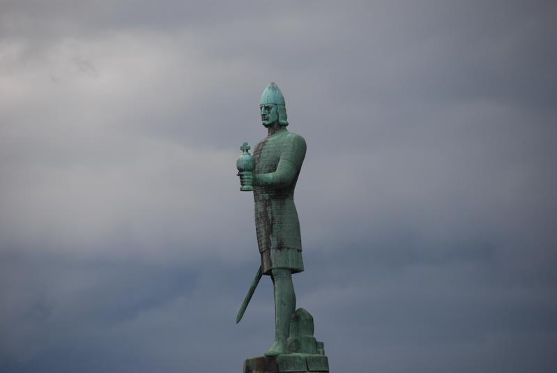 071114_Olav-Tryggvason-statue-in-Trondheim-Norway