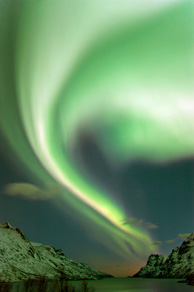 291214_northern-lights-over-tromsoe-northern-norway