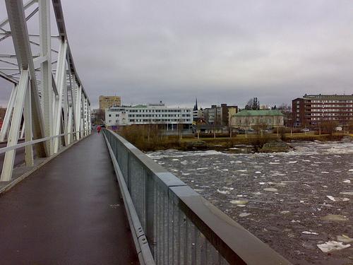 311214-bridge-between-haparanda-sweden-and-tornio-finland
