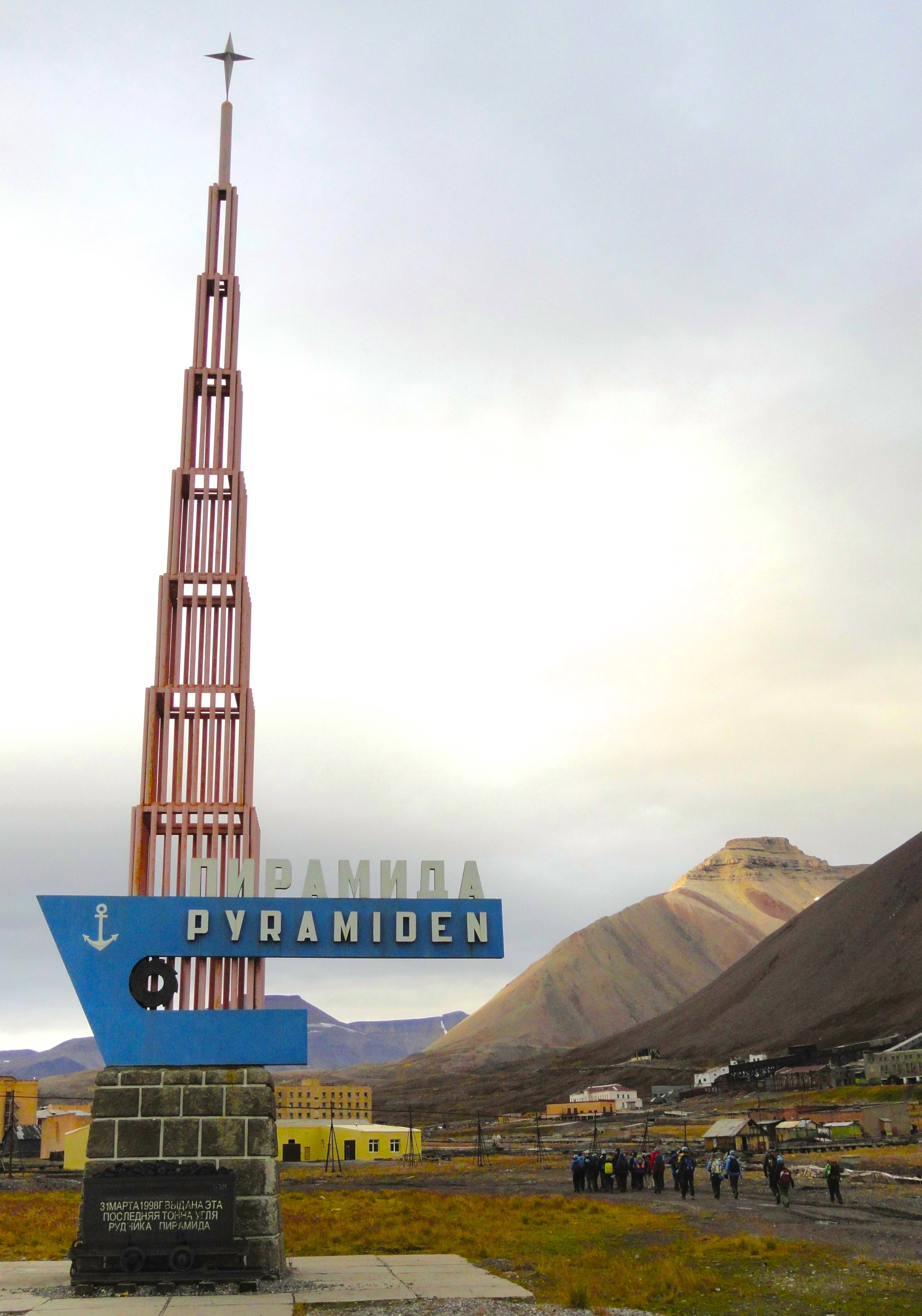 130115-pyramiden-welcome-sign