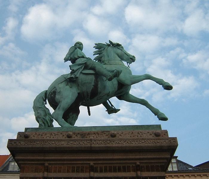 220115_statue_of_Absalon_of_Roskilede-in_Copenhagen