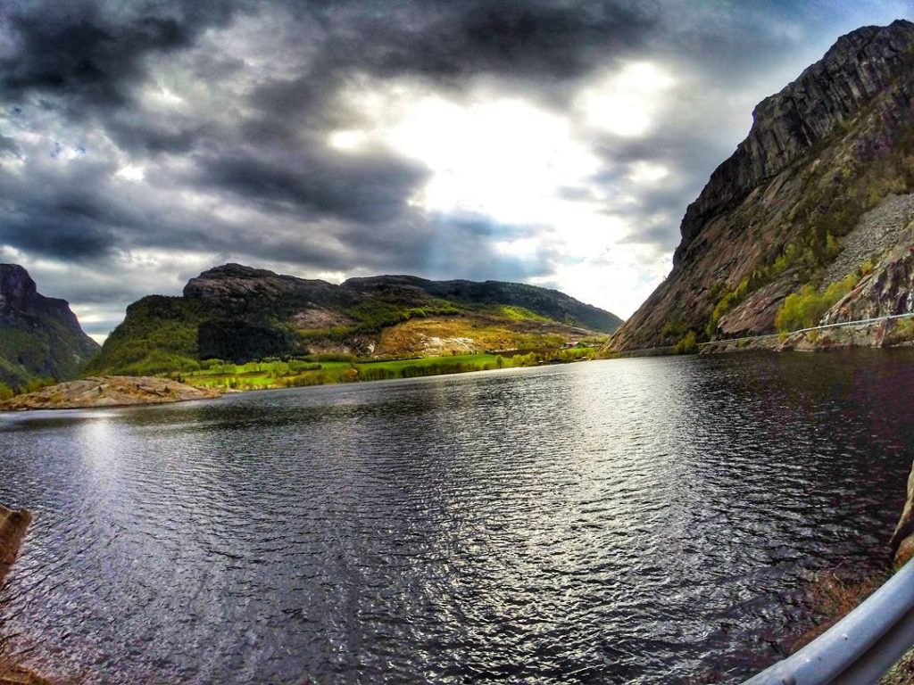 Tourists to the Famed Pulpit Rock in Norway Fooled by Google Maps