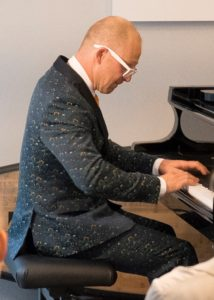 Is he Norway's Victor Borge?