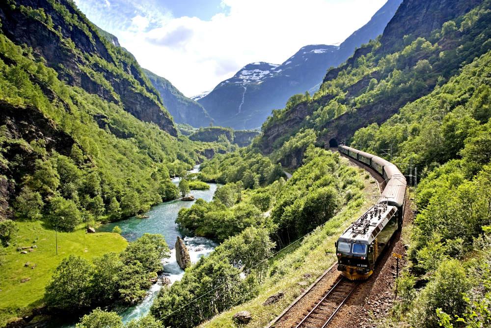 Король фьордов - в Норвегии  Король фьордов - в Норвегии Король фьордов – в Норвегии 050919 Fl C3 A5m railway in the green nature Norway